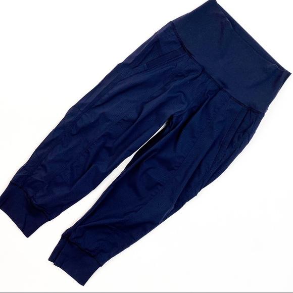Lululemon Cropped Jogger Pant Size 6
